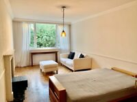 Large Room to rent in Kersfield Rd , Putney SW15