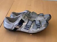 Spd cycling shoes. Shimano R300