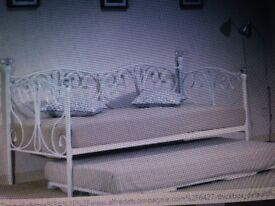 New Daybed with Trundle