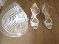 Cream Fascinator & size 5 shoes