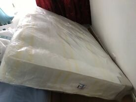 (Up for negotiation)KINGSIZE MATRESS - ORIGINAL £290 BUT SELLING FOR £120