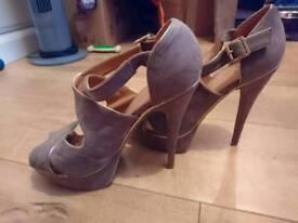 Size 7 grey heel