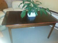 Dining table.152 cm long. Delivery available