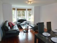 843 - Modern 2 double bed, 2 bathroom property, 10 min walk to Prices Street with private parking.