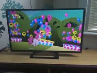 """Brand New Sony 32"""" LED HD Smart TV with Box"""