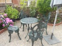 GARDEN TABLE AND 4 CHAIRS IN CAST IRON VICTORIAN STYLE