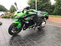 Kawasaki z1000sx ABS - Only 860 miles - Gear Indicator - Ventura Rack - AS NEW