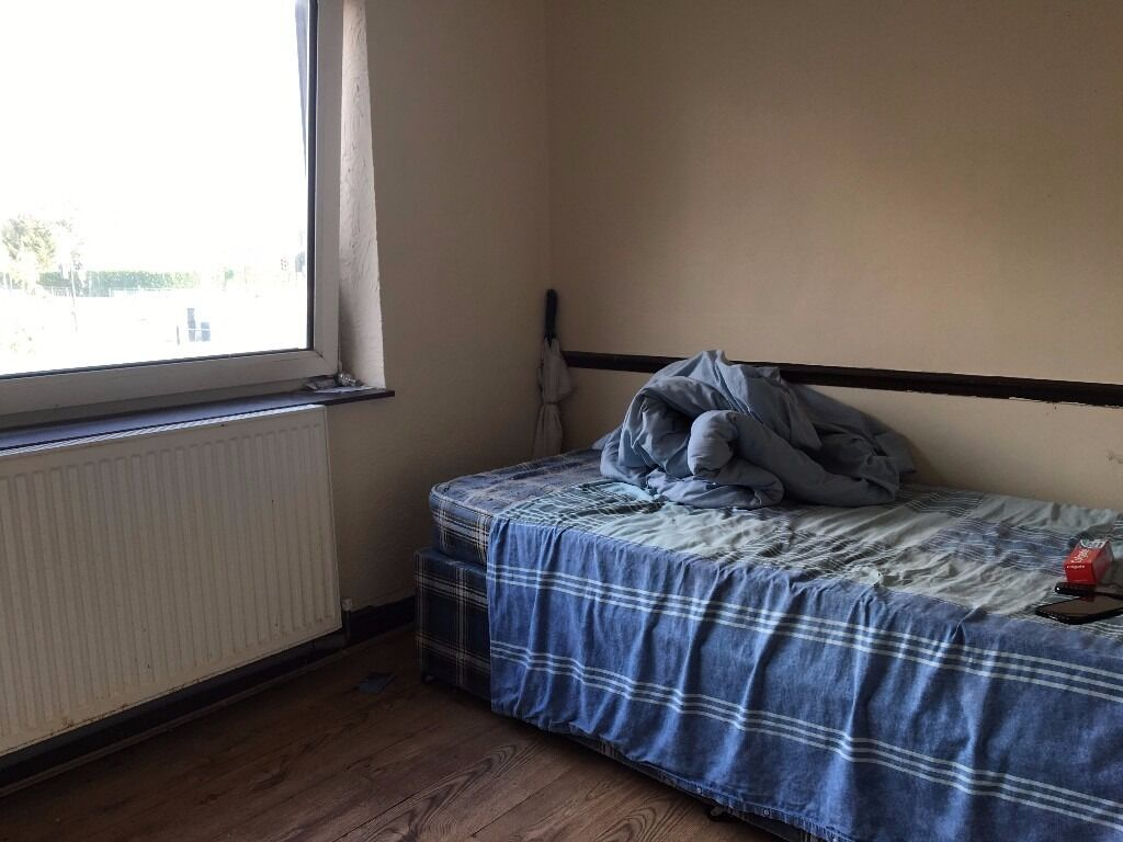 1 Double Bed Room To Rent in Barking Ilford... IG1 ig11
