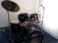 Retired drum teacher has a Sonix 925 series drum kit with a choice of cymbals for sale.