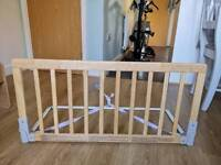 Baby dan Nautral wooden bed guard