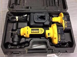 Outil à découper ''cut-out tool'' DEWALT DC550 18V 2 batterie/chargeur/valise ***Prix Réduit***    #P026239