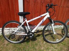 Womans/Girls Bike. White Apollo Elusion, 6 gear, gel seat, bottle holder. Collection Liverpool area