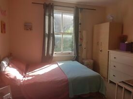 East Acton Double Room for couple Avail Now
