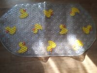 Bath mat non slip with duck motif