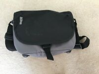 Nikon camera bag + batterie charger and strap