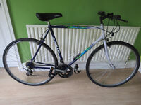 """MENS HYBRID BIKE. LARGE 23"""" FRAME, APOLLO JAVELIN. GREAT CONDITION. FULLY WORKING."""