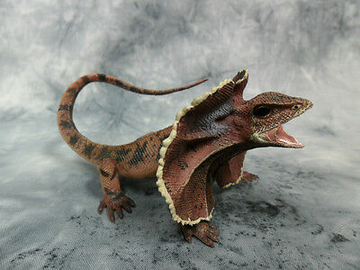 CollectA NIP * Frill-Necked Lizard * Wildlife Frilled #88690 Model Toy Figurine Frill Neck Lizard