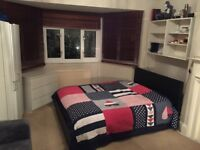 Huge double room next to train station streatham hill