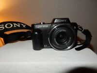 Sony Cyber-shot DSC-H3 8.1 MP Digital Camera with 10x Optical Zoom, Charger.