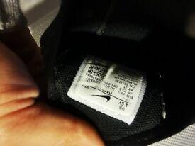 Boys junior Nike Air max 270 size 4