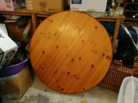 Stilebridge Pine Extendable Table + 4 Chairs