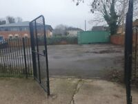 Small private yard to rent - 400 m2