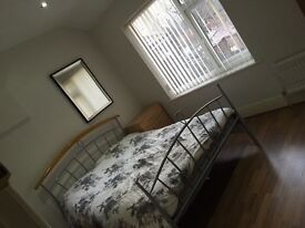 Bed room in shared flat ALL BILLS INCLUDED, couples OK,close to transport, all amenities , Uni,city