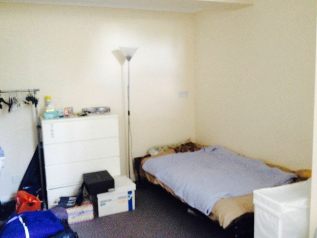 One Bed Studio Flat For Rent For One Person Near Queen