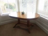Sturdy Wooden Expandable Dinning Room Table
