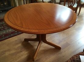 Balmoral Windsor extendable dining table & 4 upholstered chairs