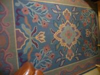 Good quality, close pile rug 2.4 x 3.4 m - traditional/modern design making it adaptable & useful