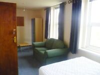 STUDENTS ONLY. FULLY INCLUSIVE ROOMS AVAILABLE. 5 minutes UCLAN. £80 per week. INTERNET,TV, ETC.