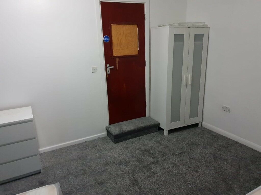 No Upfront Deposit Newly Decorated Rooms High Street Smethwick