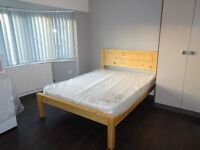 Lovely en suite double room in the heart of South Hayes, all bills included. Single person only