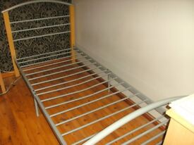 Single bed metal and wood frame 3ft bed
