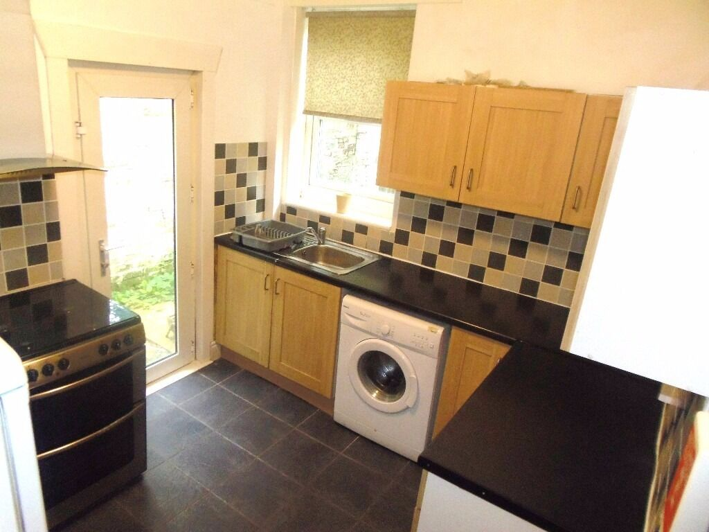 1st July 17 - 3 DOUBLE Bed House Westbourne Rd Fallowfield 3 x £325pcm FREE INTERNET TV & LICENCE!