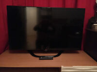 """LG 42"""" Smart TV with built in WIi-Fi & Freeview HD - like new!!!"""