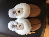 ***brand new women's ugg slippers size 4***