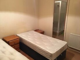 Ensuite DOUBLE/TWIN room Private Shower/Toilet. 2 Weeks Deposit. Central Line. All bills & Wifi incl