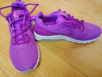 Top of the range NIKE trainers size 7