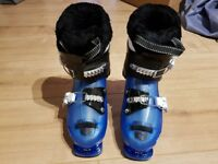 Kids Solomon ski boots, new UK 13.5