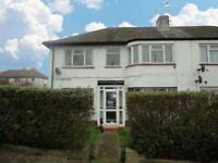 3 bedroom flat in Otterburn Gardens, Isleworth, TW7