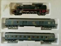 Model Trains - Rare locomotives & large mix of carriages