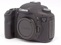 CANON 7D DIGITAL CAMERA PLUS ACCESSORIES (IN EXCELLENT CONDITION WITH ONLY 7500 SHUTTER COUNT)