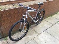 Giant mountain bike 24 speed 47.5cm frame 26inch wheels
