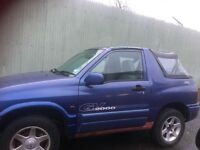 Suzuki Grand Vitara soft top breaking