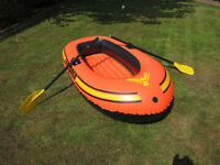 The Wet Set - Explorer 200 inflatable bot with oars