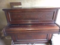 Piano upright free to collector