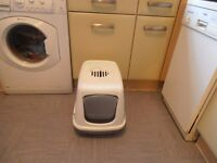 hooded cat toilet with filter in good clean condition