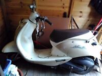 SYM MI0 moped for sale. Slight chassis damage and fuel leak but would make good renovation project.